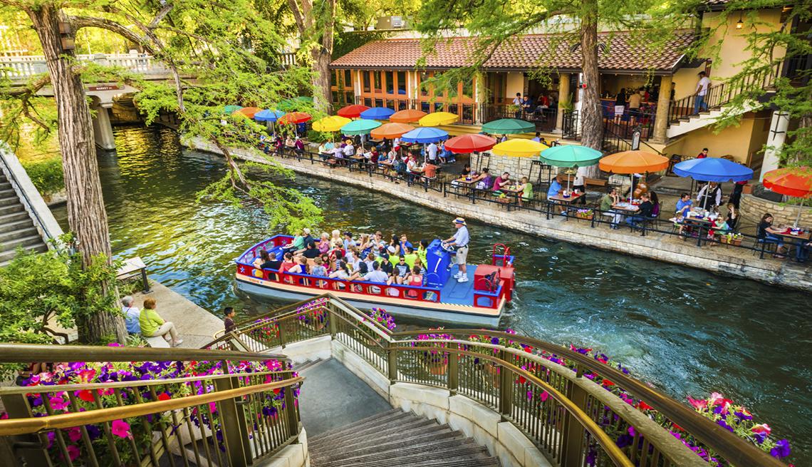 Riverwalk, Boat Tour, San Antonio, Texas,  Top U.S. Vacation Destinations