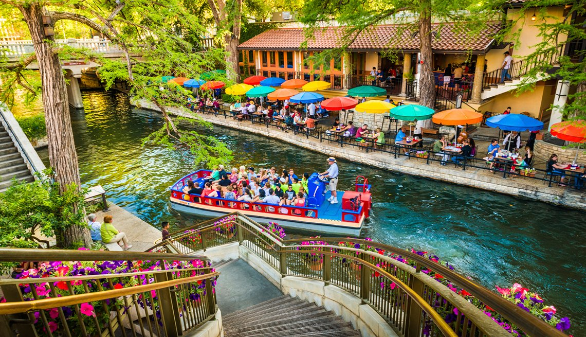 Riverwalk, Boat Tour, San Antonio, Texas,  Top U.S. Vacation Destinations