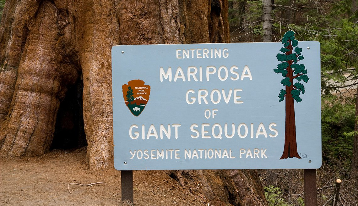 Sign at the entry of the Mariposa Grove giant sequois park