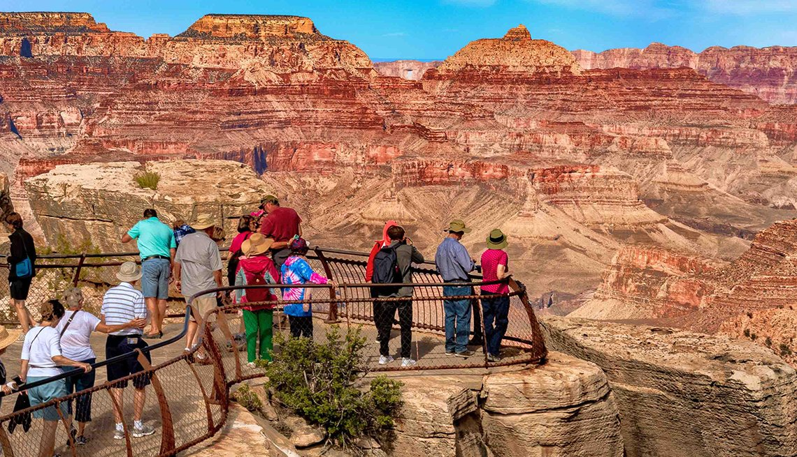 Tourists at the Grand Canyon mountain