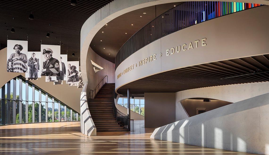 Foto del interior del National Veterans Memorial and Museum (NVMM) en Columbus, Ohio.