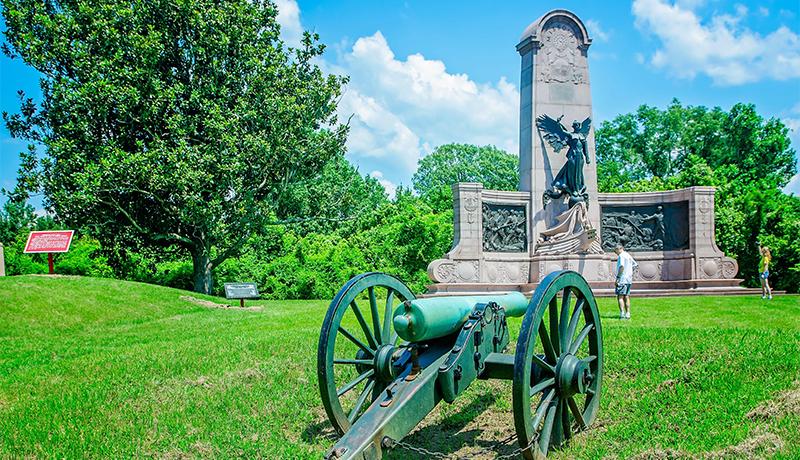 Tourists view the Missouri state memorial at Vicksburg National Military Park