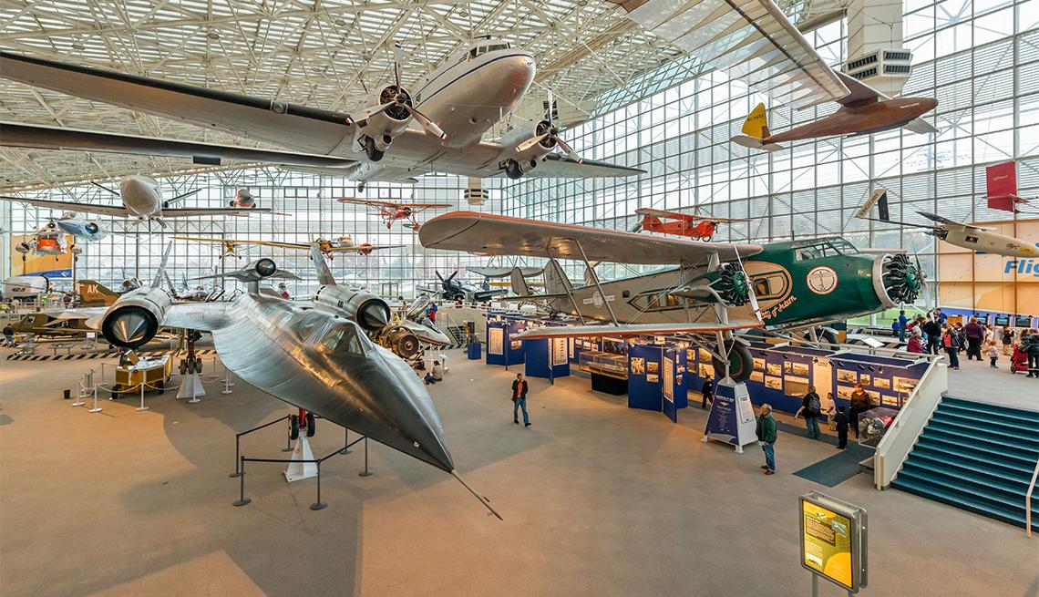 Aviones en la Gran Galería del Museo de Aviación en Seattle, Washington