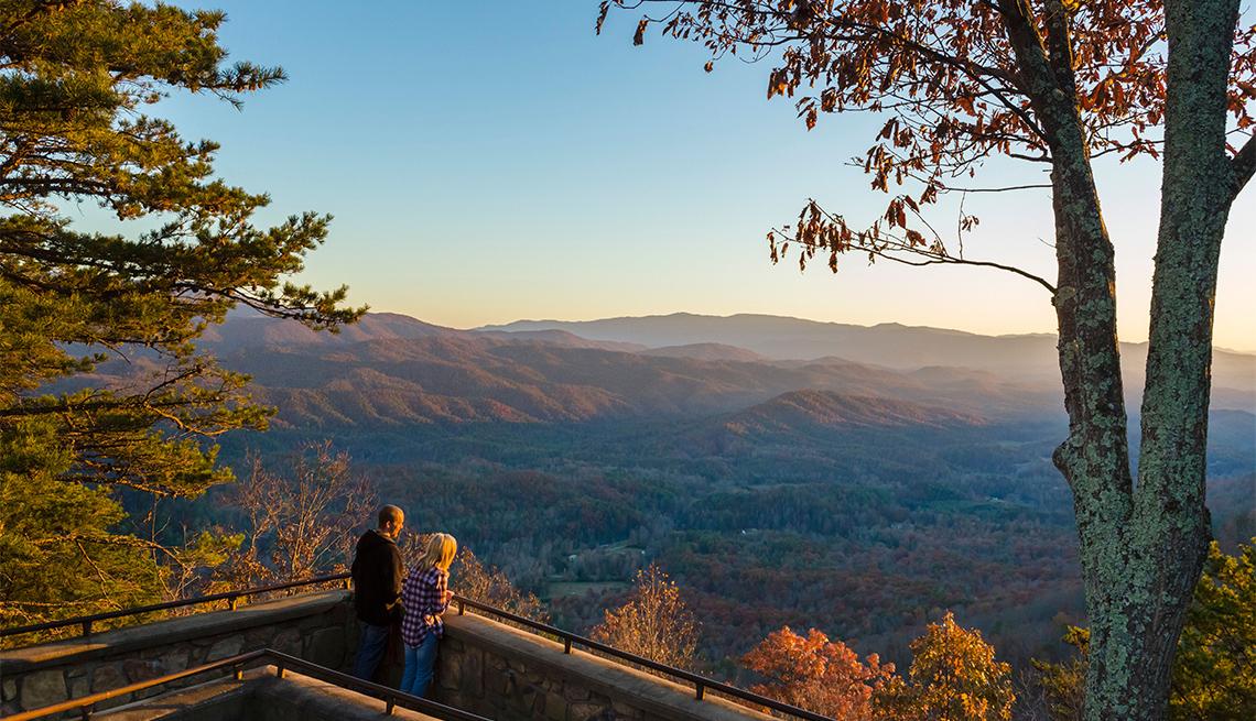 Atardecer desde un mirador en las montañas
