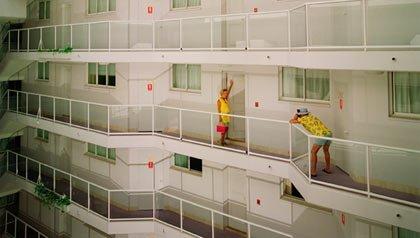 Cómo ahorrar en hotel - Pareja en un hotel