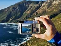 Cómo tomar buenas fotos en sus viajes - Cámara digital enfocando el mar