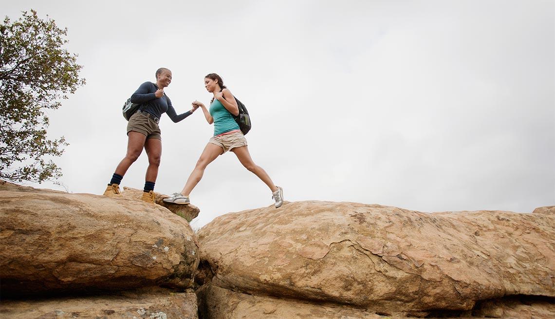 Excelentes escapes para madre e hija - Madre e hija escalando