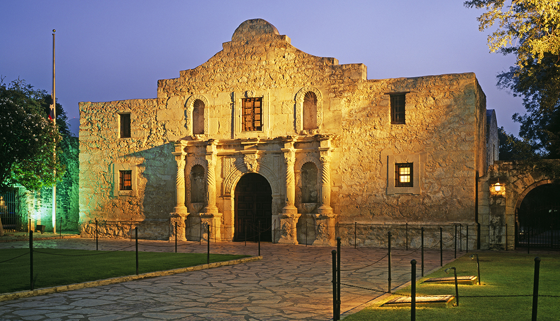 The Alamo, Spotlit Stone Front, Free and Inexpensive Attractions in America