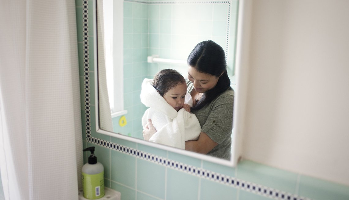 Reflection Of Mother With Her Daughter In Bathroom Mirror, How To Be A Perfect Houseguest