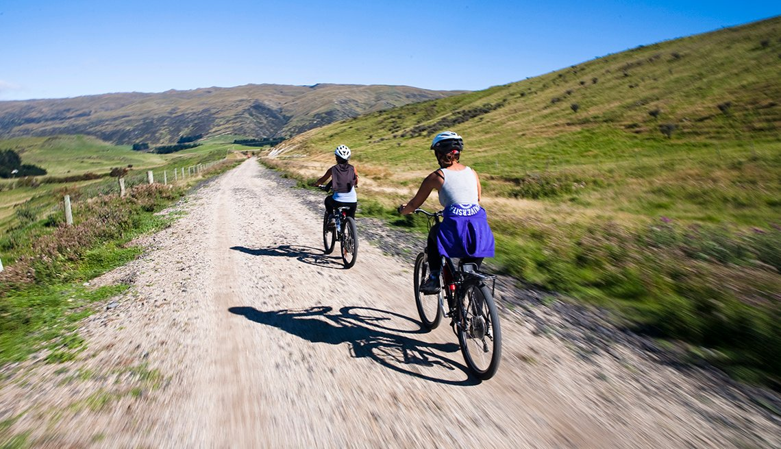 Women Bicycle, Otago Rail Trail, New Zealand, Great All-Inclusive Vacations