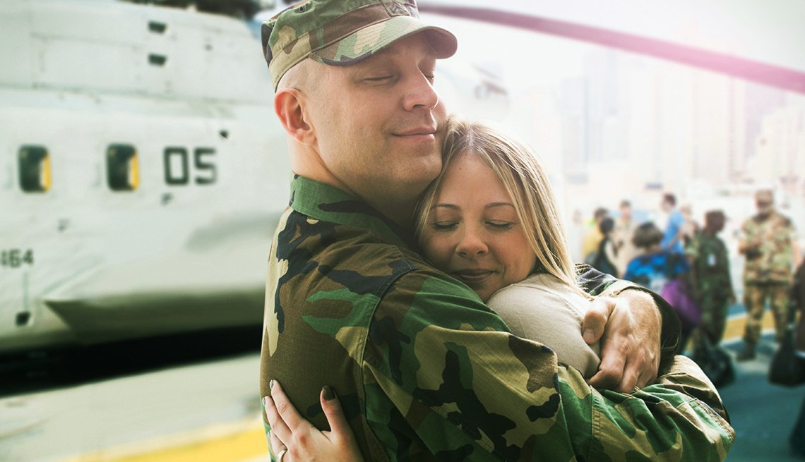 Helcopter, Military Man Wife Embrace, Airlines That Offer Military, Veteran Discounts