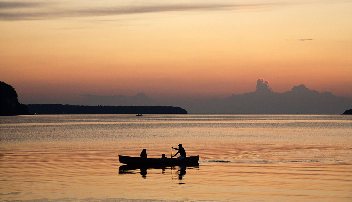 Canoe, Slhouettes, Sunset, Clouds, Romantic Getaways for 2016