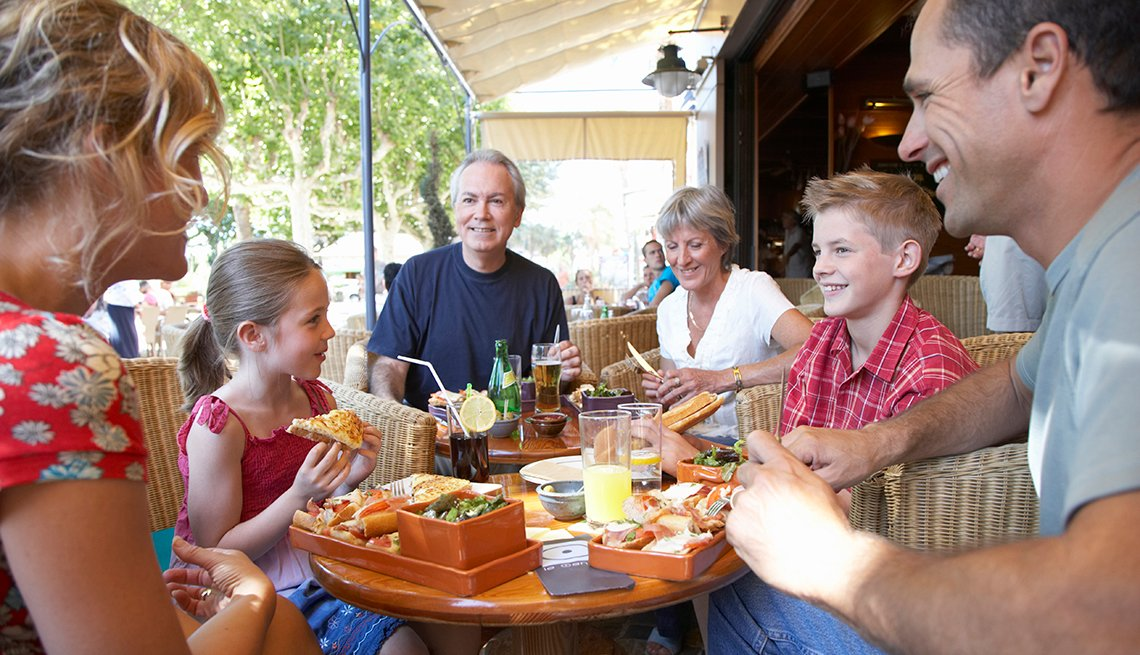 Family Meal Restaurant, How to Plan a Stress-Free Multigenerational Vacation