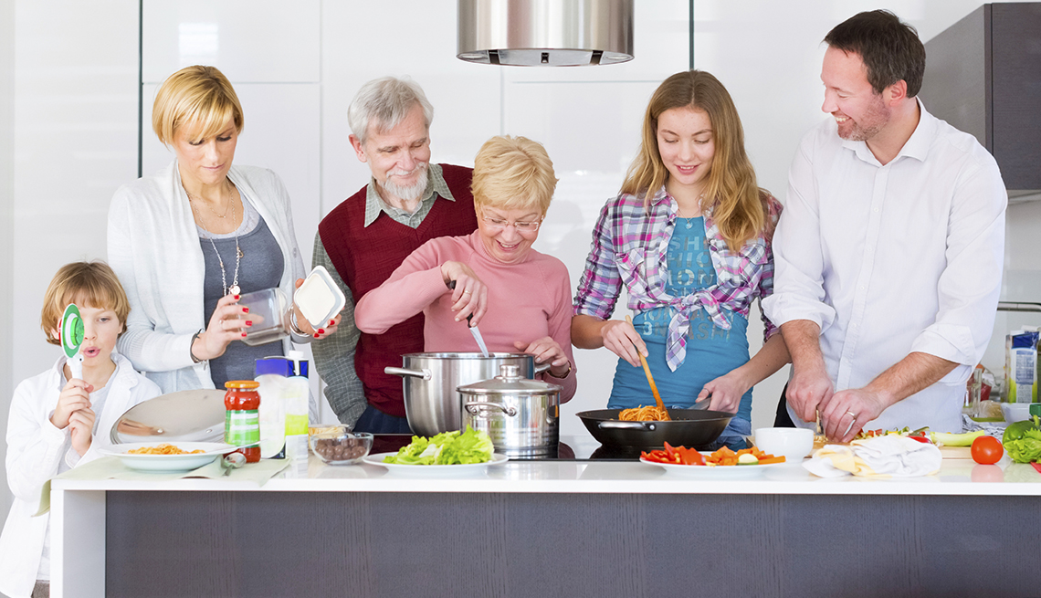 Multi-Generation Caucasian Family Cooking, How to Plan a Stress-Free Multigenerational Vacation