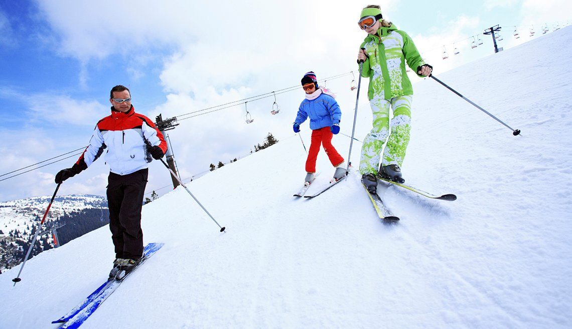 Family Group Ski Slope, How to Plan a Stress-Free Multigenerational Vacation