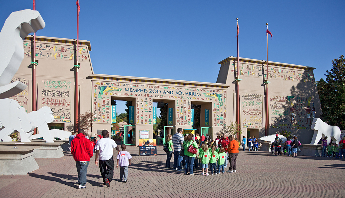 Entrance Memphis Zoo, Sunshine Gates, Great Places for a Multigenerational Vacation