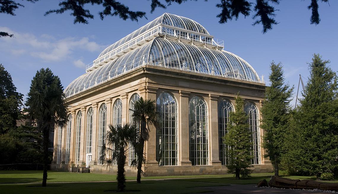 Royal Botanic Gardens glasshouses in Edinburgh, Scotland, Fall Vacation Ideas
