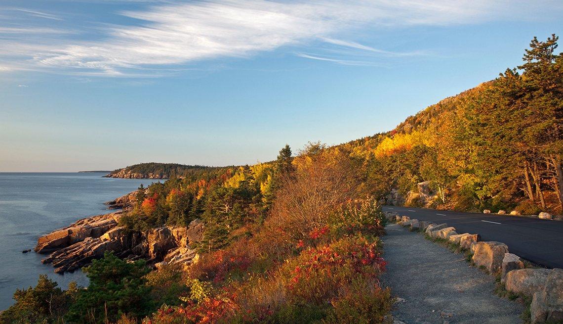 Vista de la costa en el Parque Nacional Acadia, Maine, Estados Unidos.
