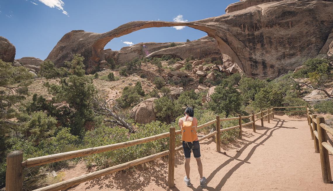 Excursionista en el Arches National Park.