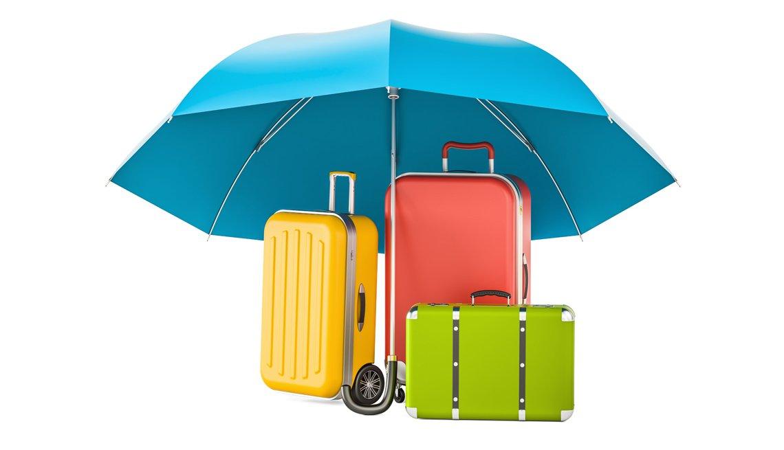 Sombrilla cubre tres maletas de viaje