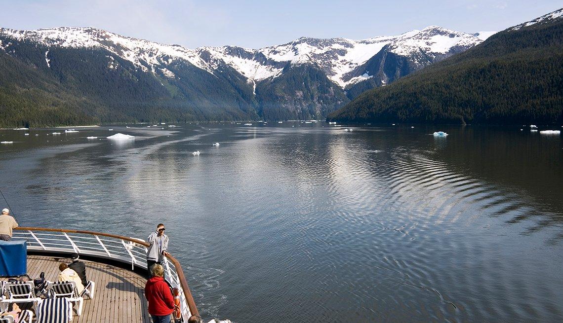 travlers on an Alaskan cruise ship
