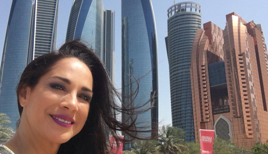 Carmen Dominicci en Abu Dhabi, capital de los Emiratos Árabes Unidos