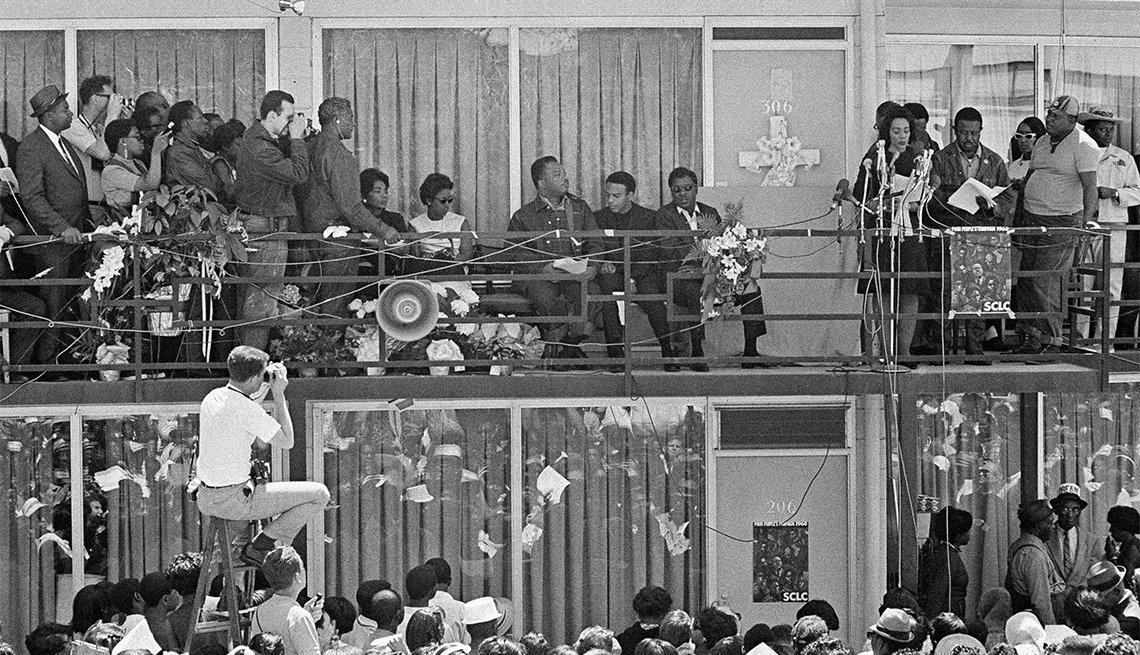 Coretta Scott King habla en Memphis, el 2 de mayo de 1968, al inicio de la Campaña de los Pobres planeada por su esposo