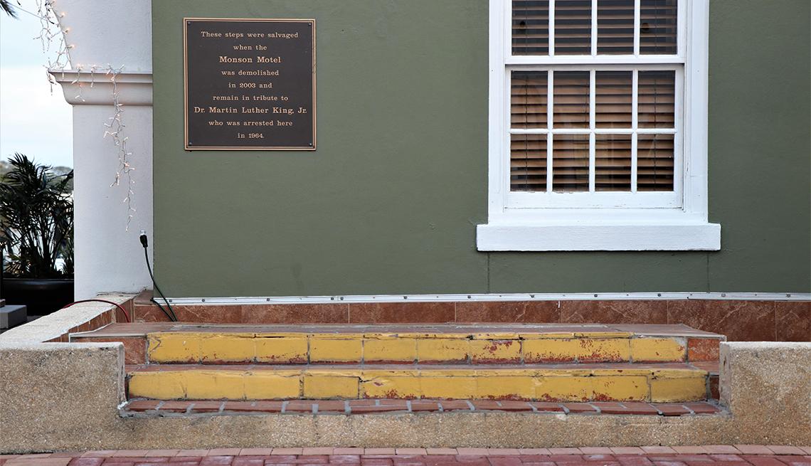 Placa en la pared del Monson Motor Lodge en el centro de San Agustín, Florida