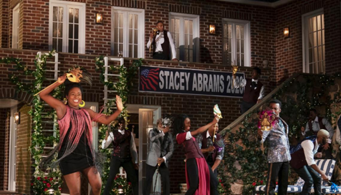 item 3 of Gallery image - Actores bailando durante una escena de Mucho ruido y pocas nueces en la ciudad de Nueva York