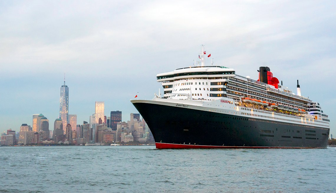 Cunard's flagship Queen Mary 2 departs Brooklyn