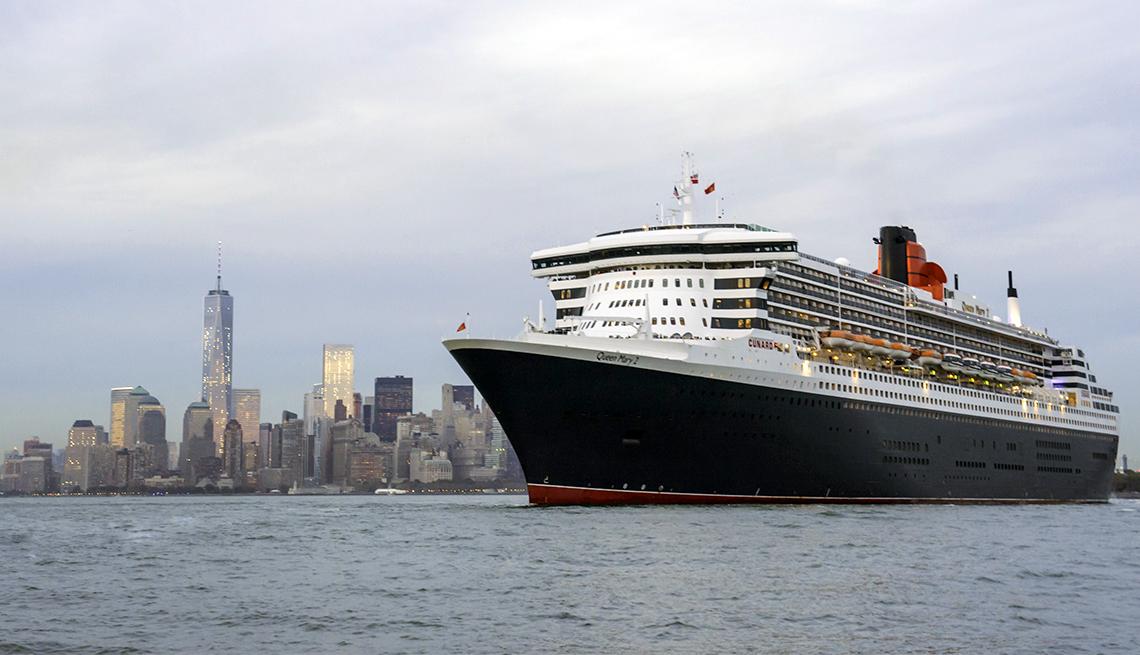 Cunard's flagship Queen Mary 2 departs Brooklyn