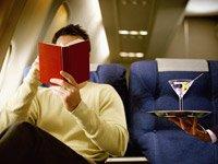 Disfrutar de un trago en el avión podría ser un problema si tiene que cambiar de horario.