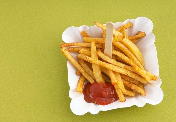 Papas fritas - 10 Alimentos que se deben evitar antes de abordar un avión
