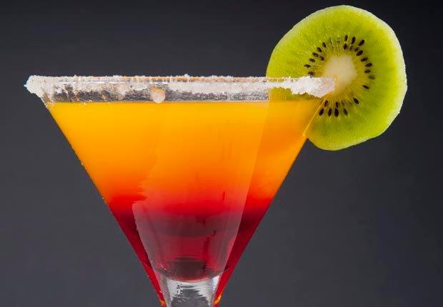 Alcohol - 10 Alimentos que se deben evitar antes de abordar un avión