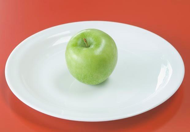 Manzana verde - 10 Alimentos que se deben evitar antes de abordar un avión