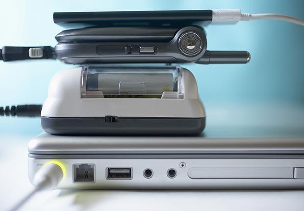 Cargadores para sus equipos electrónicos - 6 elementos que usted debe tener en su equipaje de mano.