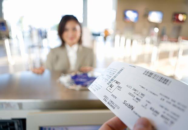 Imprima documentos de viaje - 6 elementos que usted debe tener en su equipaje de mano.