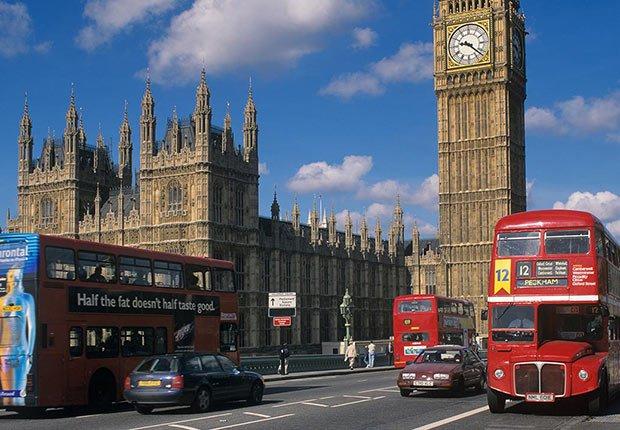 Bus rojo de dos pisos en Londres - 9 razones para subirse a un autobús turístico
