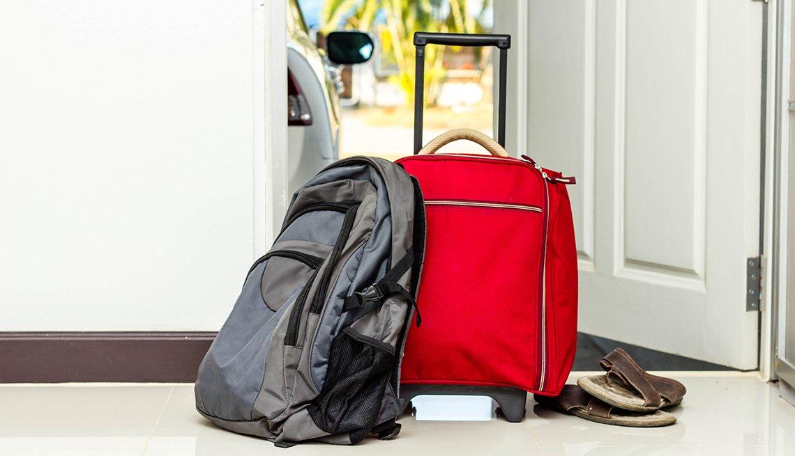 Cómo prepararte para un viaje de emergencia - Equipaje en la puerta