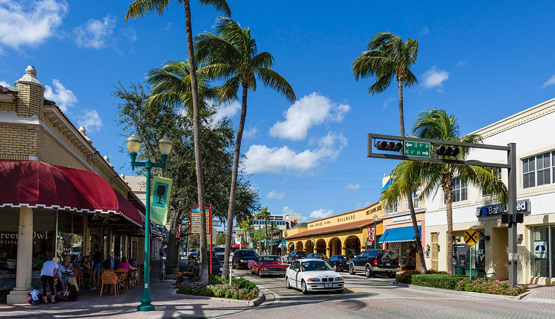 Shops on Atlantic Avenue in Delray Beach, Florida, Affordable Spring Break Vacations