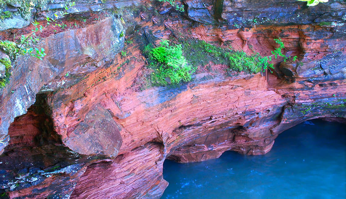 Cliffs Of Apostle Island National Lakeshore In Wisconsin, Best National Parks