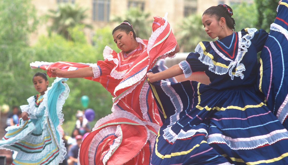Dancers In Traditional Dress In The Cinco de Mayo Festival In Phoenix Arizona, Best Latin Festivals In America