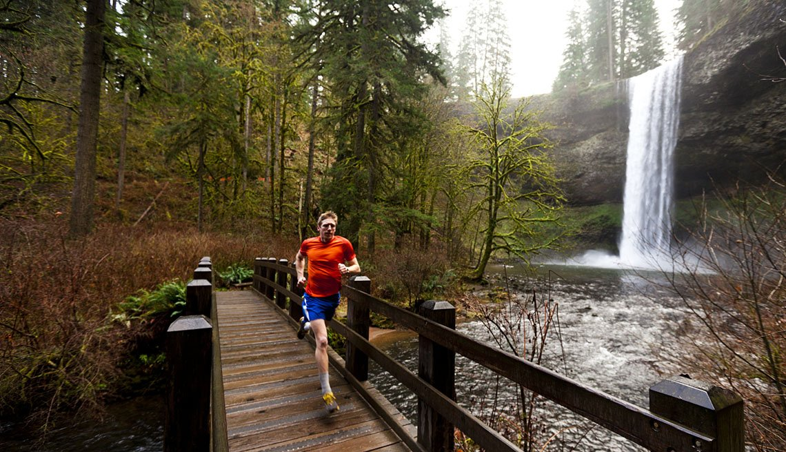 Man Runs On Trail Through Mountains, College Towns To Visit