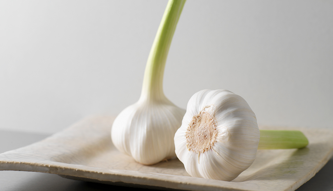 Close Up Of Two Bulbs Of Garlic, Foods To Avoid Before Flying