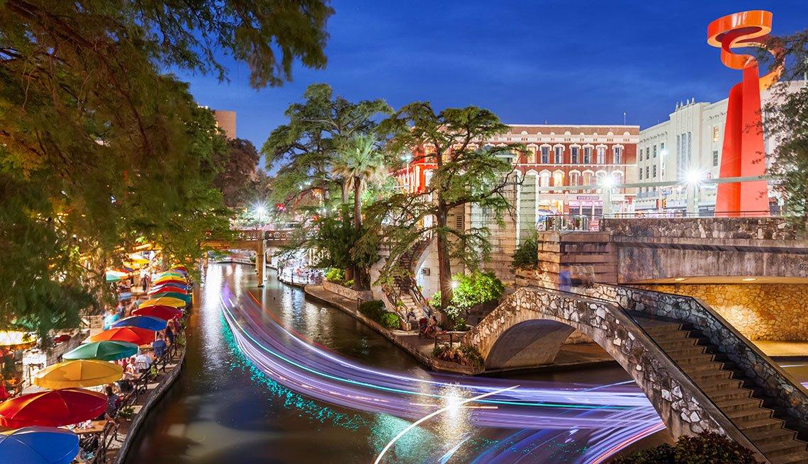 River Walk District in San Antonio, Texas, Long Weekend Getaway, Travel