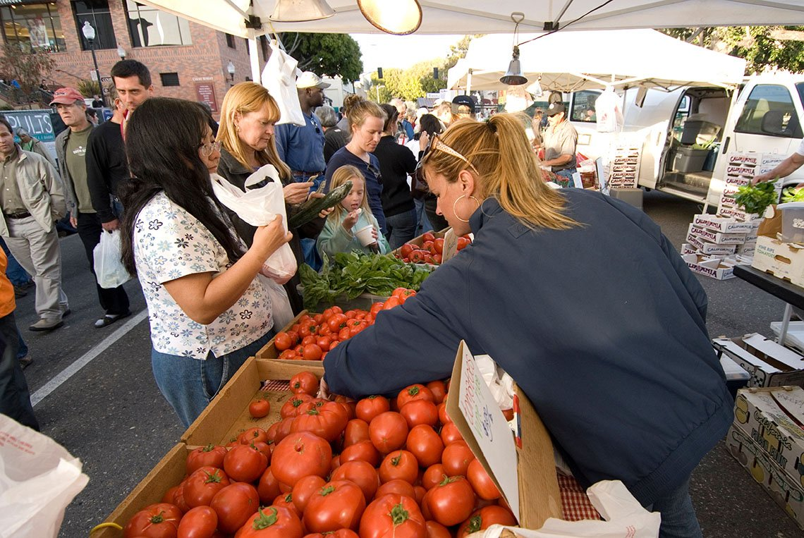 People Enjoy The Farmers Market In San Luis Obispo California, College Towns To Visit