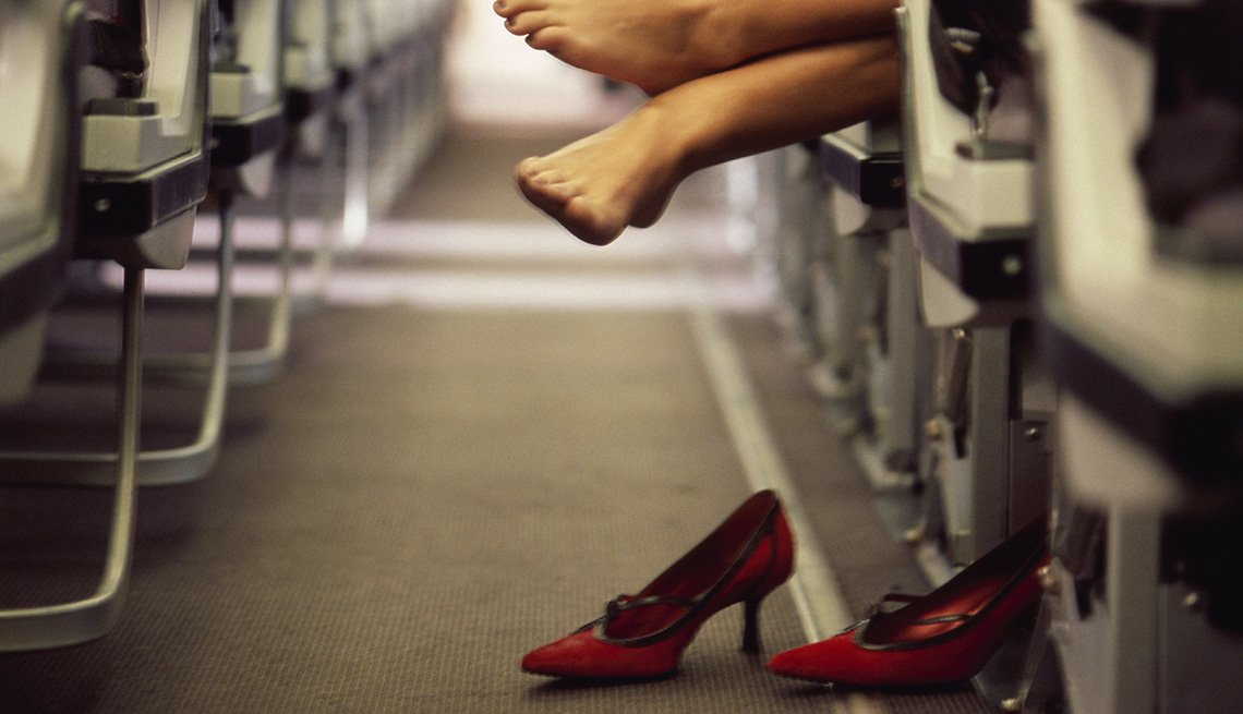 Woman Takes Off Her Shoes And Hands Feet Over Aisle In Plane, How To Get Kicked Off A Plane