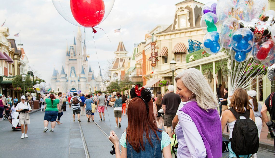 Grandmother and granddaughter on Main Street in Disneyworld Magic Kingdom in Orlando, Disney World Vacation Travel Tips