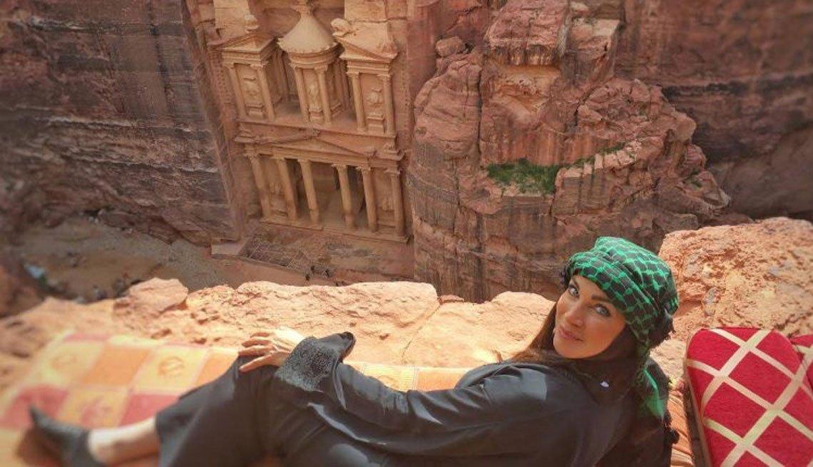 Carmen Dominicci en Petra, Jordania.