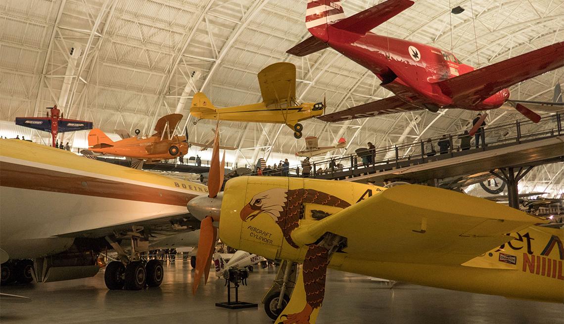 Aviones expuestos en el Museo del Aire y el Espacio de Udvar-Hazy